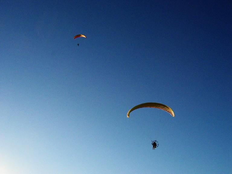 Paragliding | ©Ricardo Rosado/Flickr