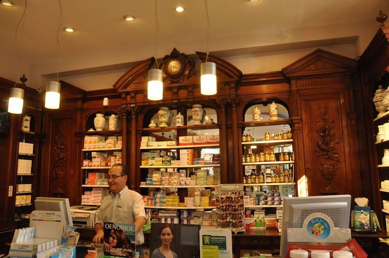 Pharmacy at 23 avenue Rapp, Paris │© Moonik / WikiCommons