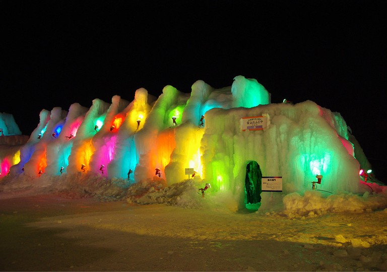 Another view of the Moss Gates at the Lake Shikotsu Ice Festival | ©とまりん^^ / Photozou