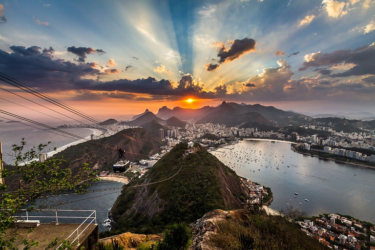 Sunset from the Sugarloaf |© Rodrigosilvestri/WikiCommons