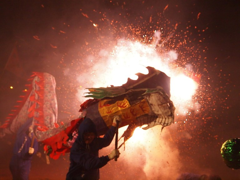Bombing-dragon is hosted at the Lantern Festival