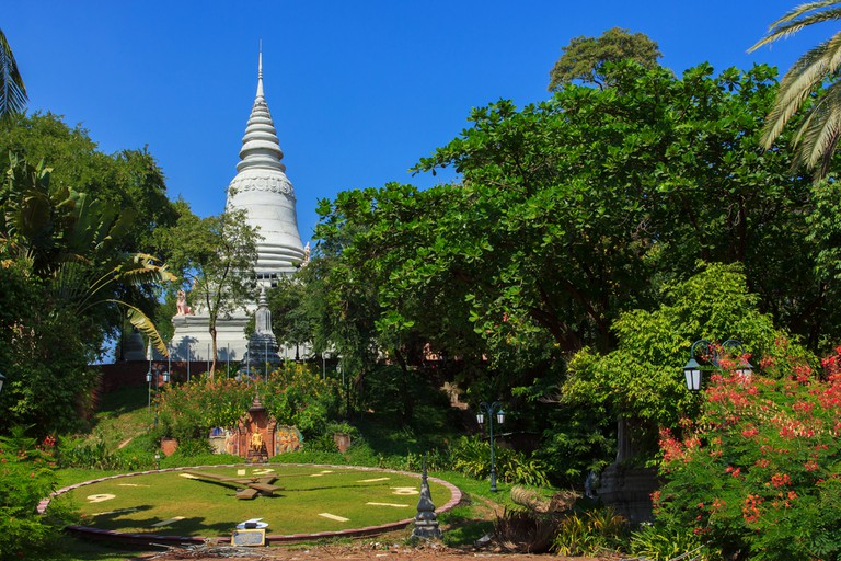 Visitors can stroll through the park at Wat Phnom or visit the temple   © Lenar Musin/ Shutterstock.com