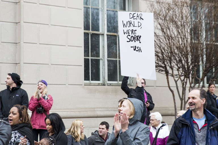 A protestor carries a sign during the march | Amanda Suarez/Culture Trip