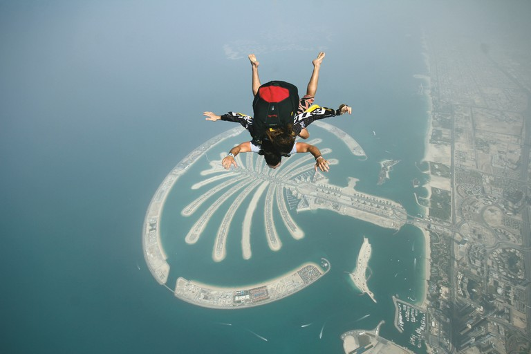 Skydiving over the Palm Jumeirah | Wikimedia http://bit.ly/2kJp7Kn