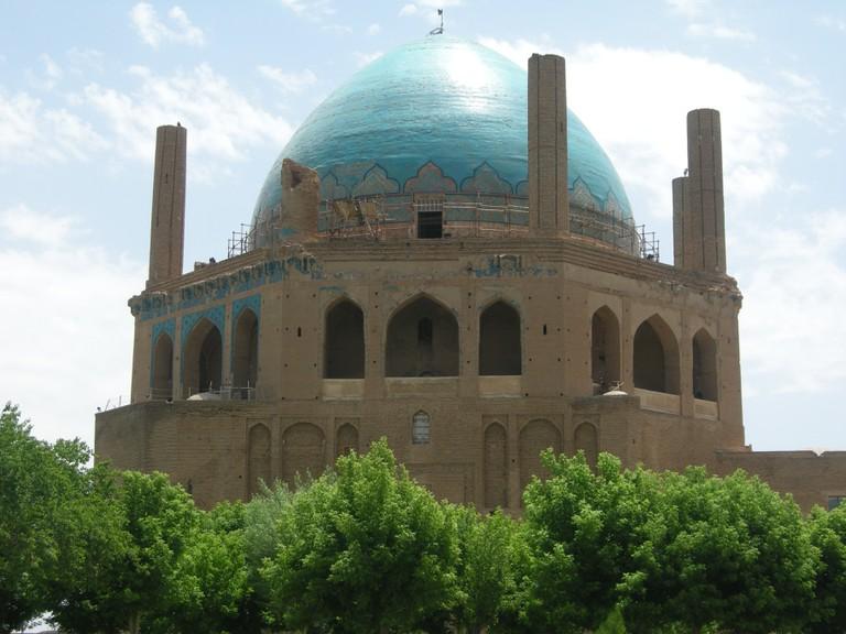 Turquoise dome of Soltaniyeh in Zanjan province   © Pontia Fallahi