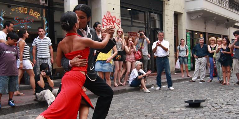 Street tango -- watch or join in   Siemezcla