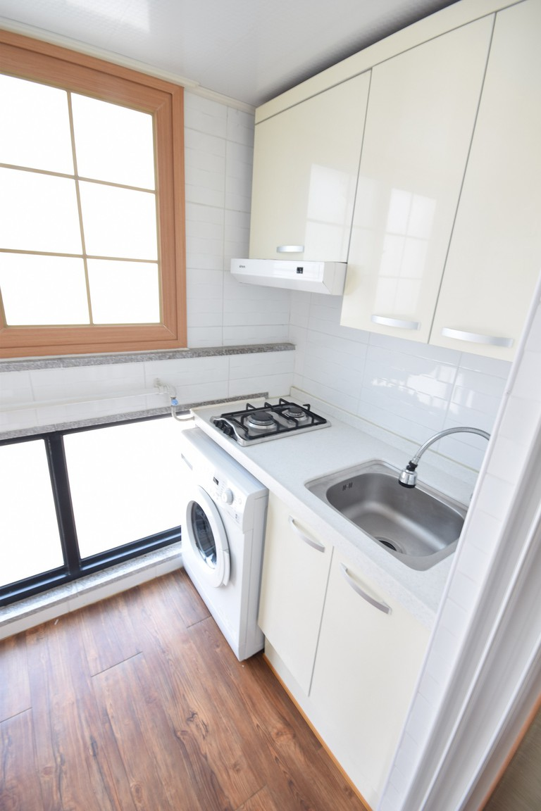 Typical furnishings in a Korean studio apartment | © Donghan Yang / Pixabay