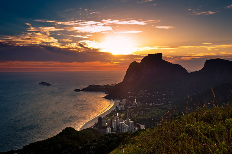 Sunset overlooking Sao Conrado and Pedra da Gavea |© dabldy/WikiCommons