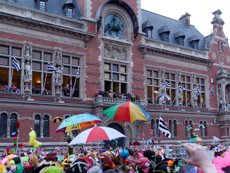 The Jet de Hareng at the Carnaval de Dunkerque │© Marie-Lan Nguyen / Wikimedia Commons