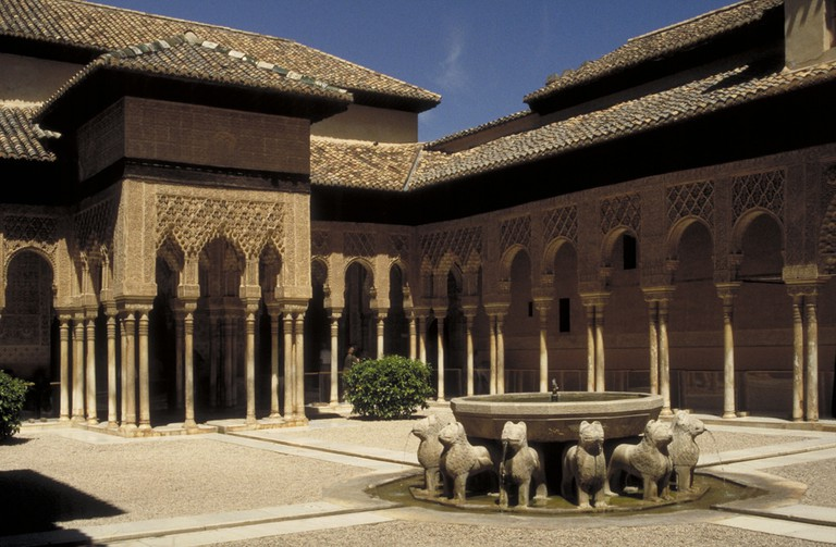 One of the most famous of the Alhambra´s stunning internal courtyards; MCAD Library, flickr