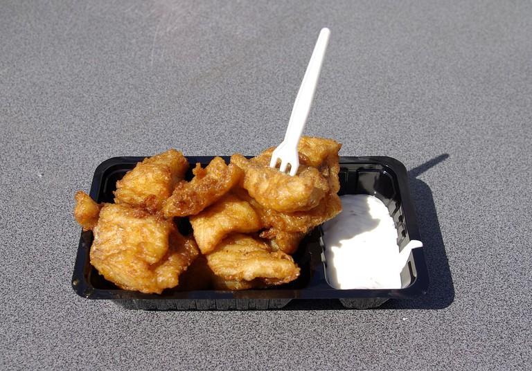 Kibbeling with garlic sauce | ©Janericloebe/WikiCommons