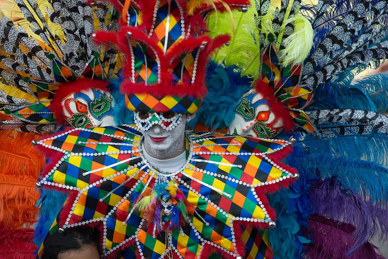 La Batalla de Flores is the biggest celebration of Barranquilla Carnival with colorful floats, elaborate costumes, music and dancing | © Louis Vest/Flickr
