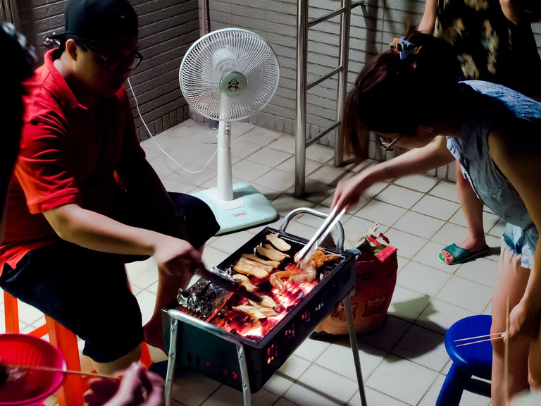 Family barbecue time | © 中岑 范姜 / Flickr