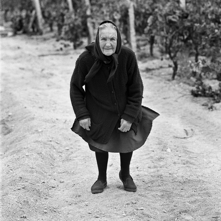 A woman from the Beira-Alta region of Portugal | © Tito Mouraz