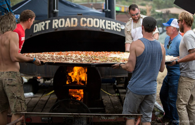 Dirt Road Cookers pizza at UTOPiAfest © Ralph Arvesen