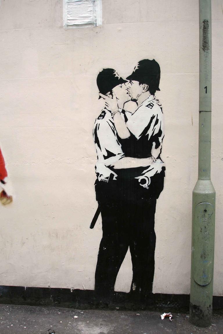 Banksy - Kissing Coppers © Rob Thomas / Flickr