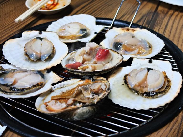 Jogae Gui, grilled shellfish | © Heeyon Kim / Flickr