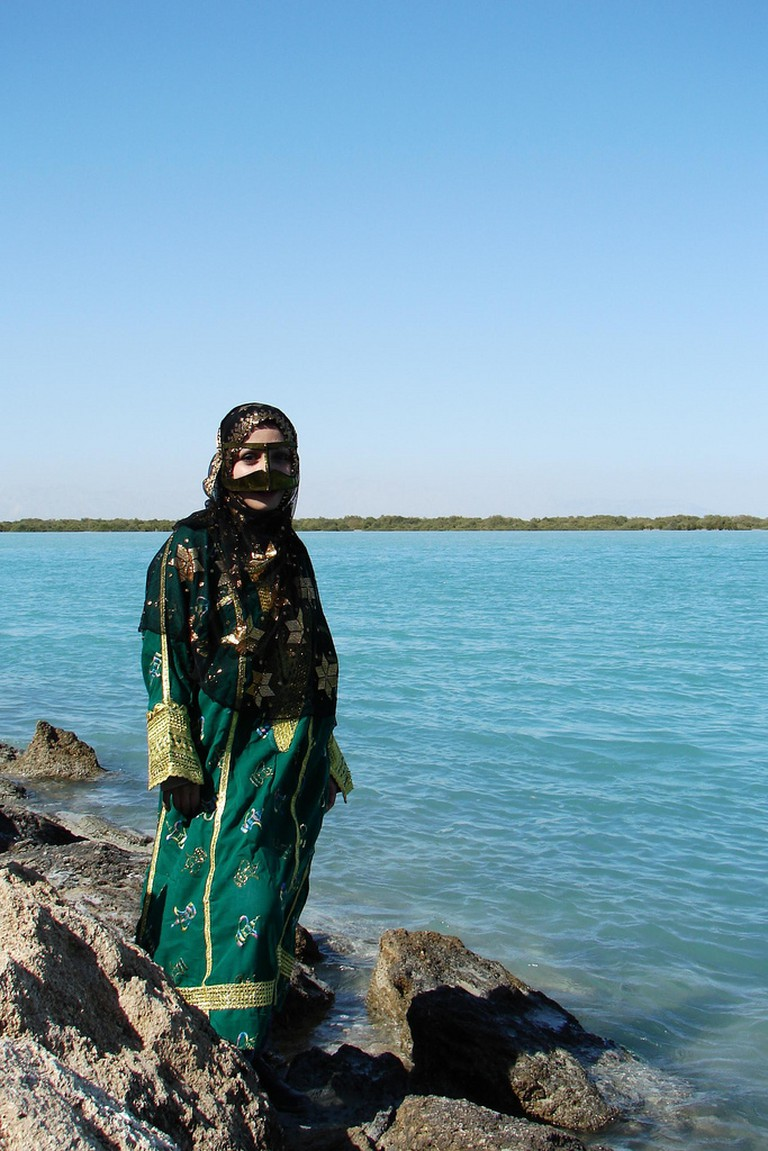 Traditional dress and mask of Bandar Abbas and Qeshm | © Hamed Saber / Flickr