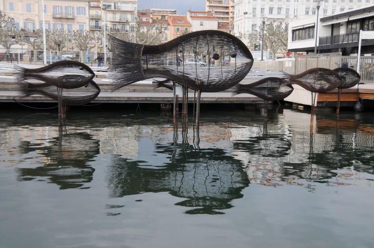 The shoal of fish sculptures in Cannes in 2006 | © Koen/flickr