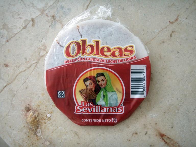 Las Sevillanas brand obleas filled with creamy cajeta | © Daniel Lobo/Flickr