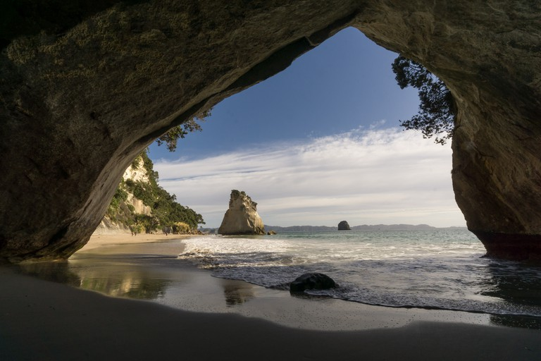 Cathedral Cove, Coromandel Peninsula | © Sandra Vallaure/Flickr