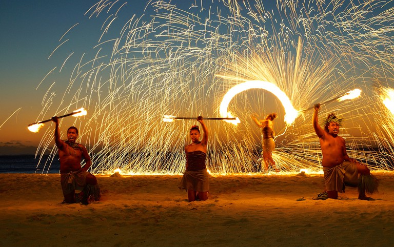 Fire dancing, Fiji | © Romain Pontida / Flickr