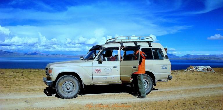 Land Cruiser ride on Tibetian Plateau |© Sundaram + Annam/Flickr
