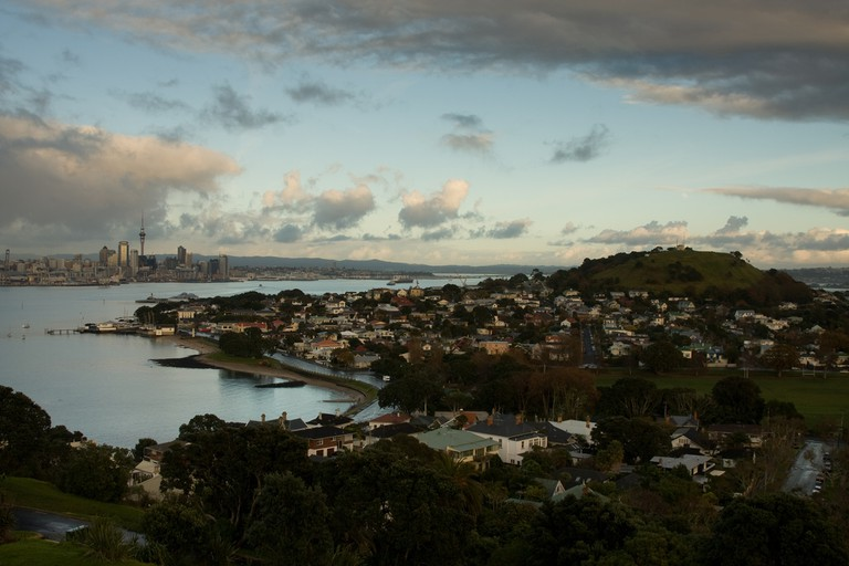 Auckland Skyline, Devonport and Mount Victoria | © russellstreet/Flickr