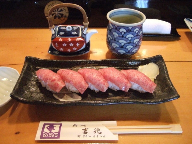 Maezawa beef Sushi   ©Fiordiligi0127 / Flickr