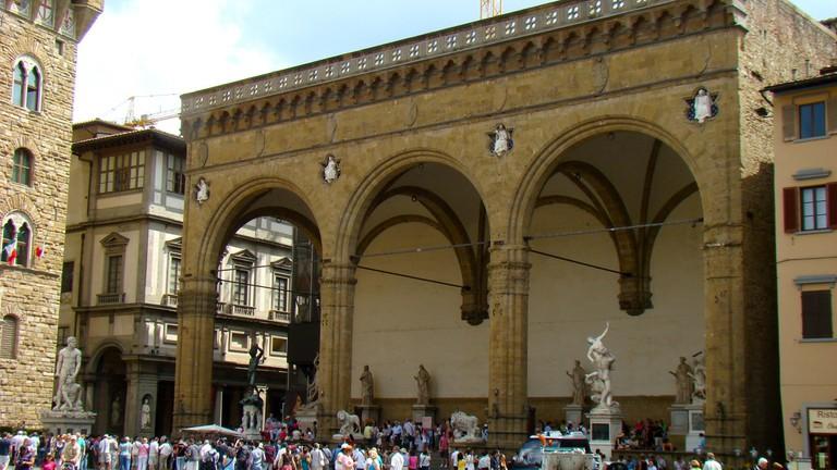 Loggia della Signoria, on a corner of the Piazza della Signoria, adjoining the Uffizi Gallery | © Bob Hall/flickr