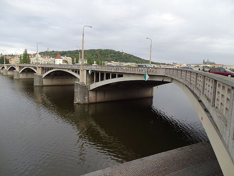 Jirásek Bridge in New Town | ©ŠJů / Wikimedia Commons