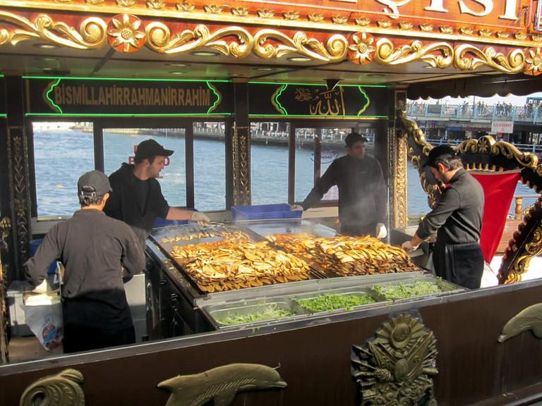 Eminönü Fish Sandwich Sellers | © David Stanley/Flickr