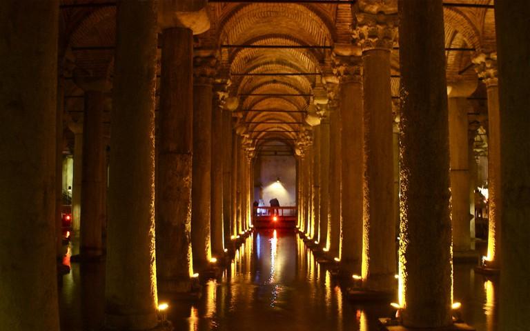 The eerily beautiful Basilica Cistern   © Valerie Hinojosa/Flickr