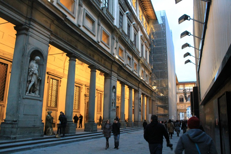 Outside the Uffizi Gallery | © Michael Costa/flickr