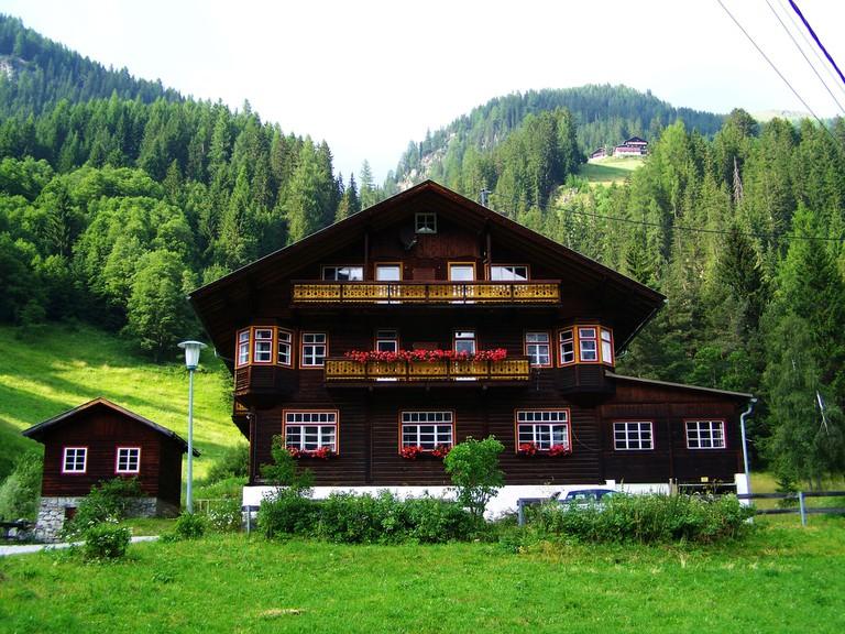 An Austrian Alpine House | © Tappancs / pixabay
