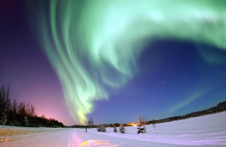 Auroral display over Bear Lake, Alaska   © NASA / Flickr