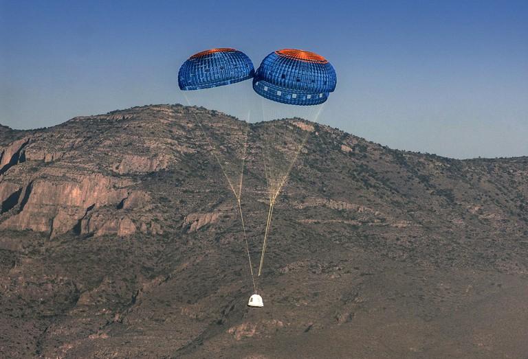 Blue Origin shuttle returns to earth   © Blue Origin