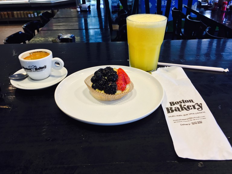 Coffee and Pastry at the Boston Bakery © Nikolas Silva