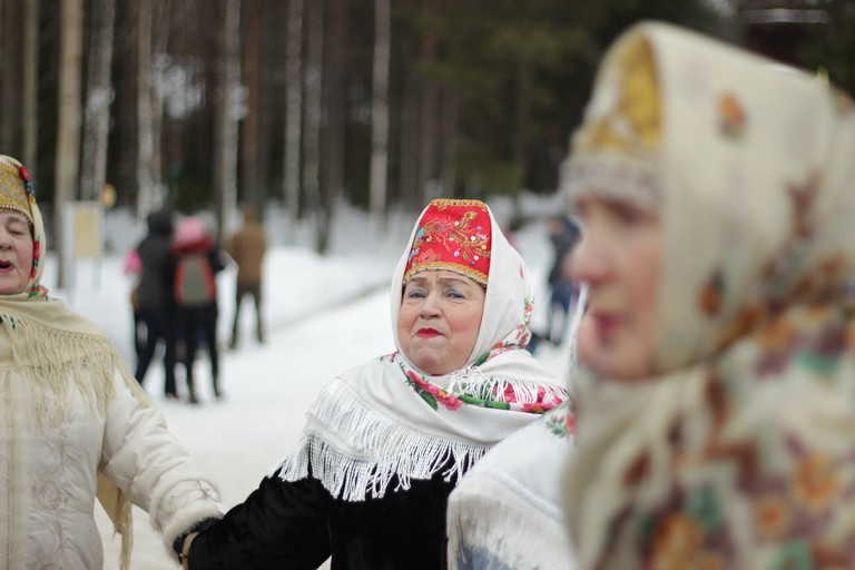 Ladies dancing in the snow | Pixabay