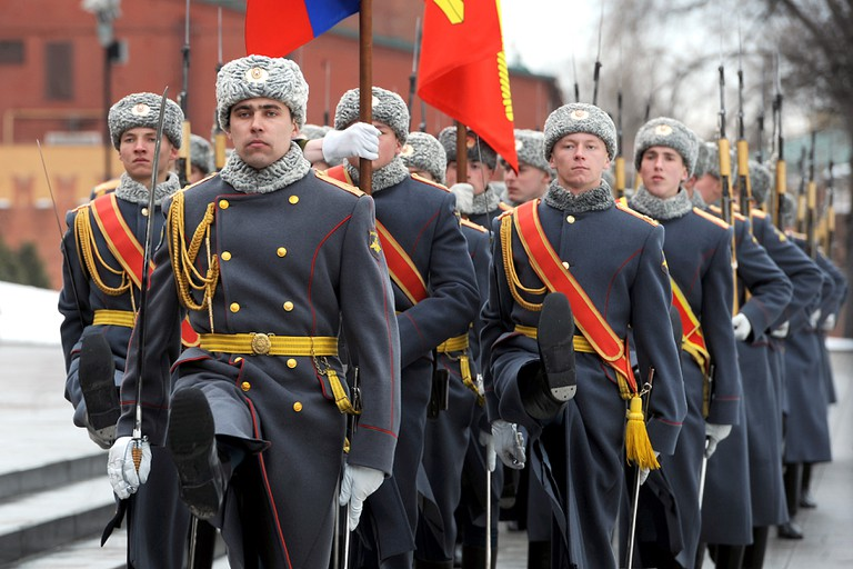 Russian soldiers march during a welcoming ceremony for Secretary of Defense Robert M. Gates at the Tomb of the Unknown Soldier in Moscow, Russia © Cherie Cullen.