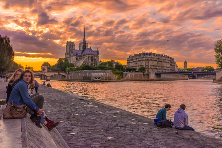Drinking by the Seine │© Nicolas Winspeare / Flickr