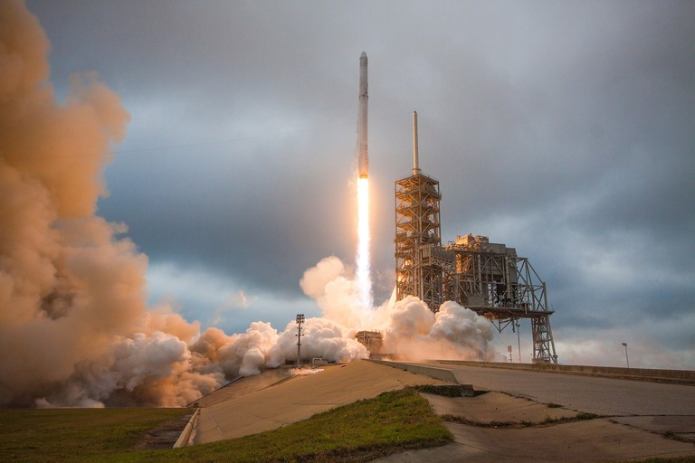 Falcon 9 and Dragon lift off from Launch Pad 39A for CRS-10 | © SpaceX / Flickr