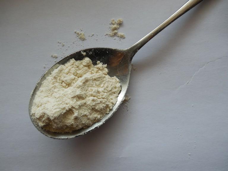 Powder on spoon | ©Jing / Pixabay https://pixabay.com/p-186568/?no_redirect