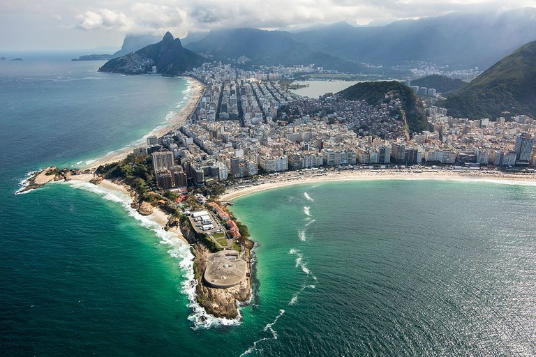 The Copacabana Fort protrudes out into the sea |© Gabriel Heusi/Brasil2016.gov.br/WikiCommons