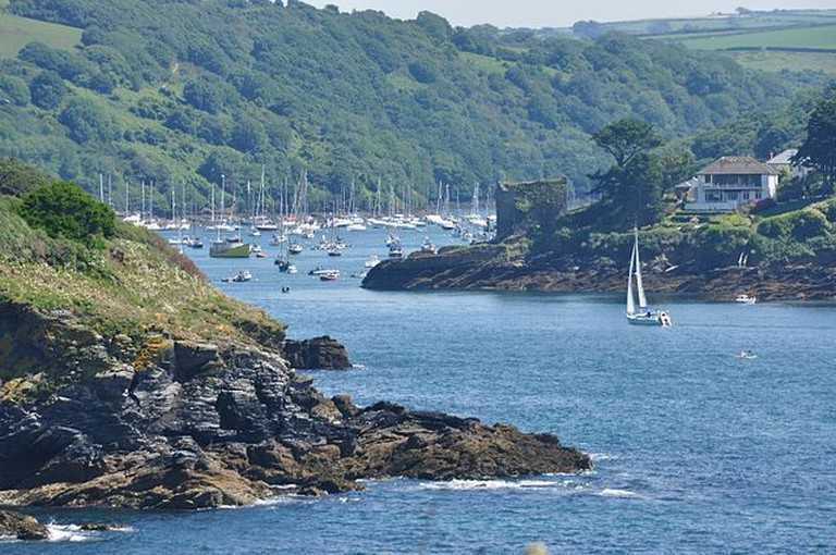 Fowey Harbour view from Southground cliffs © Nilfanion / Wikimedia