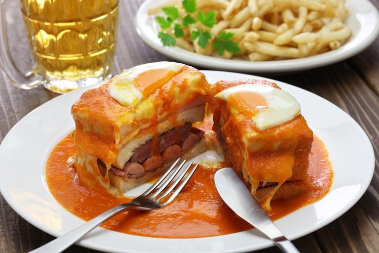 Francesinha: a Portuguese sandwich originally from Porto | © bonchan/Shutterstock