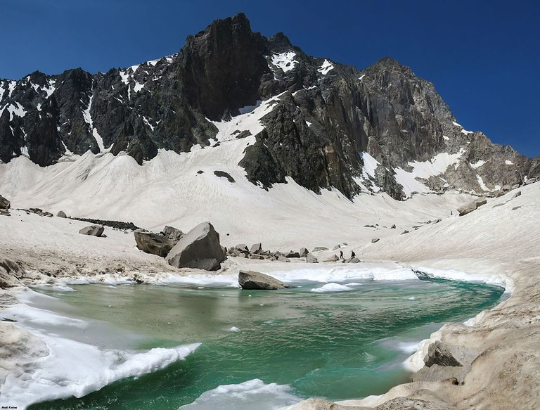 Glacial Lake in Alam Kuh | © Hadi Karimi / Wikimedia Commons