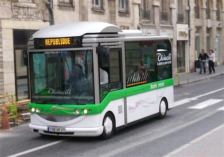Free Minibus in Dijon ©Eastpak/WikiCommons