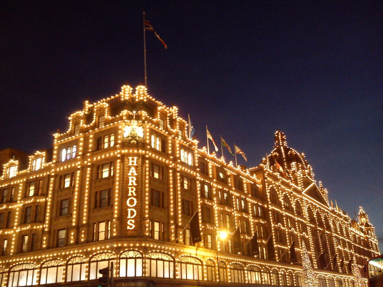 Harrods put Min Agostini front and center in the store window | © Colin McLurg / Flickr