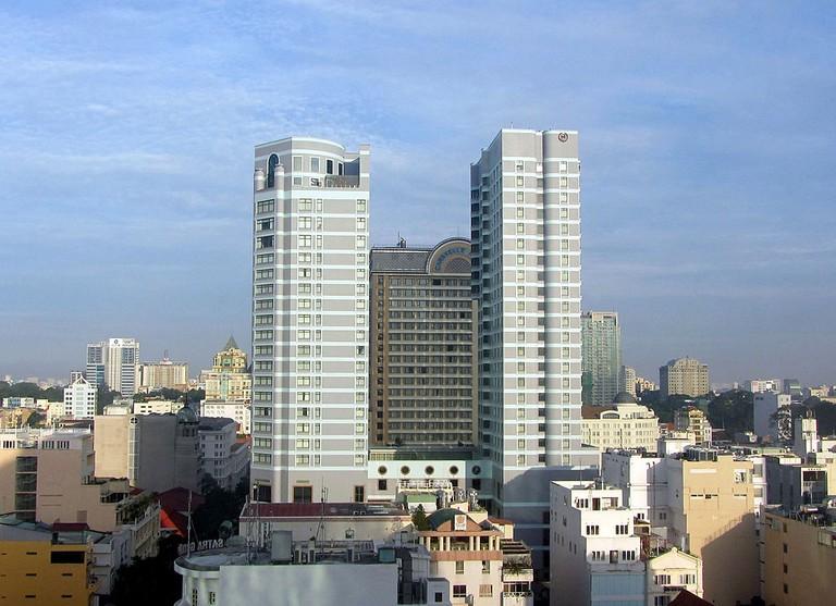 The Sheraton hotel towers © RThiele / Wikimedia Commons